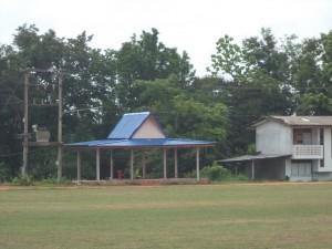 学校2段屋根千木