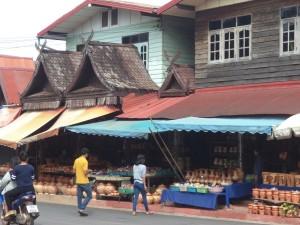 格物館前タイ土産店