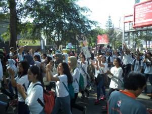 学生no行進